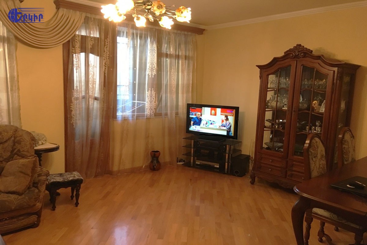 apartment-404128