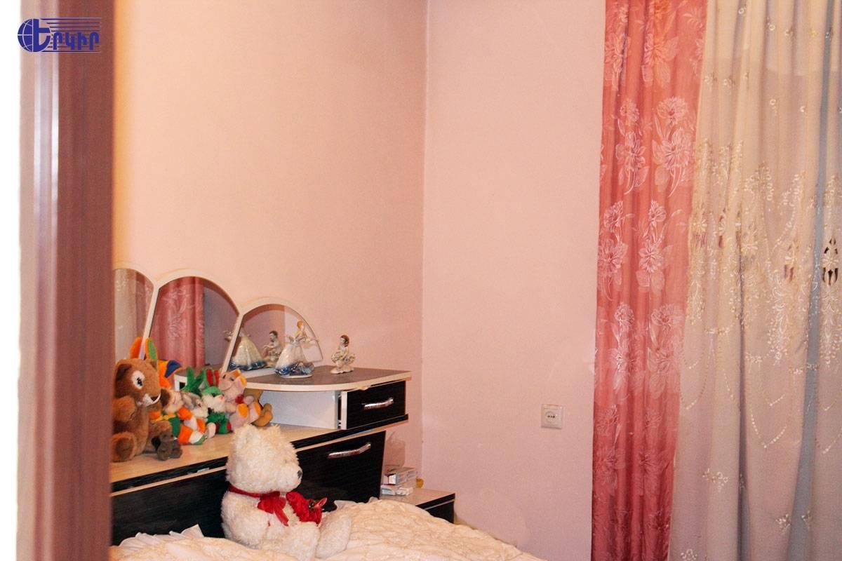apartment-236676