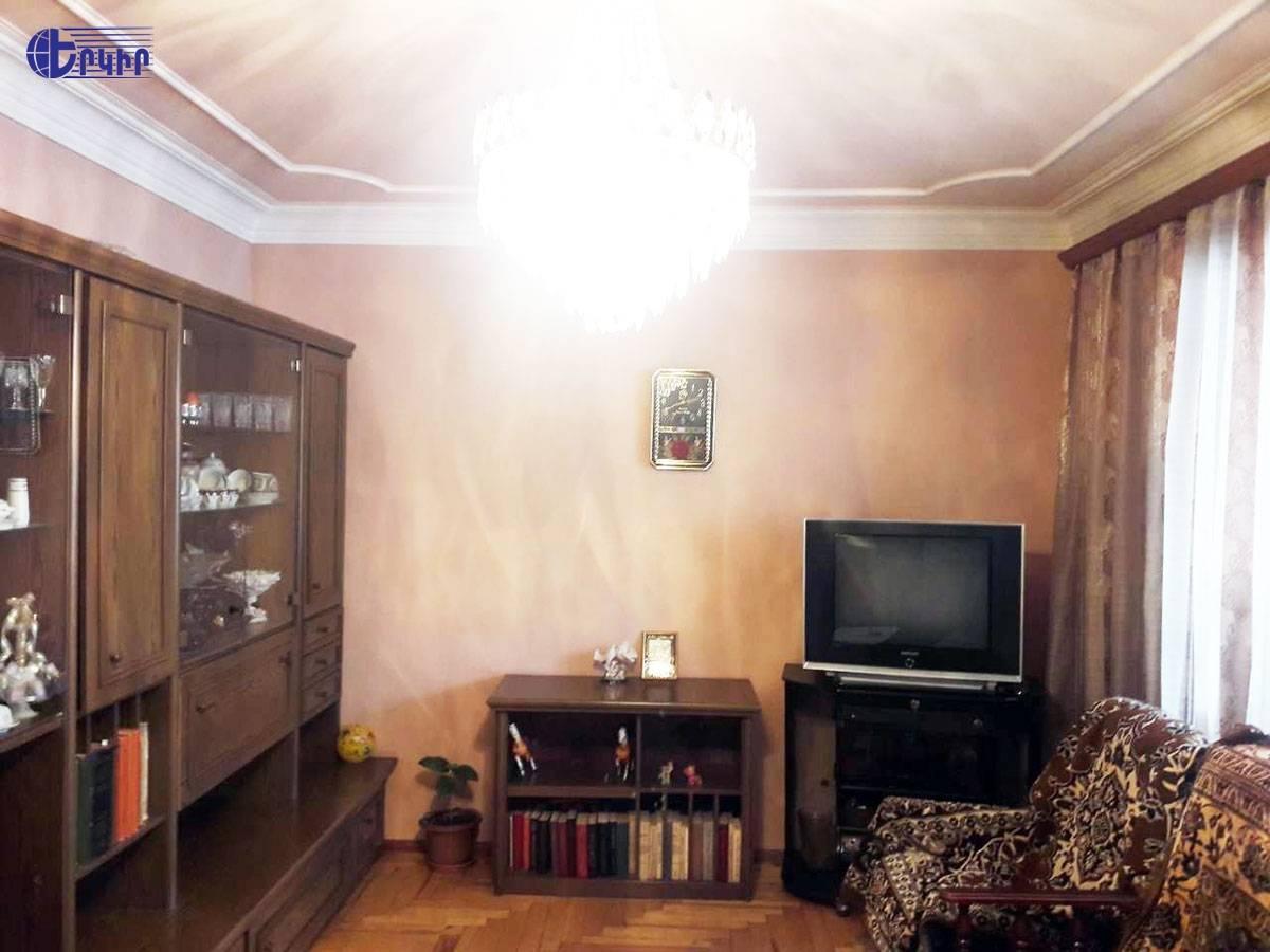 apartment-382103