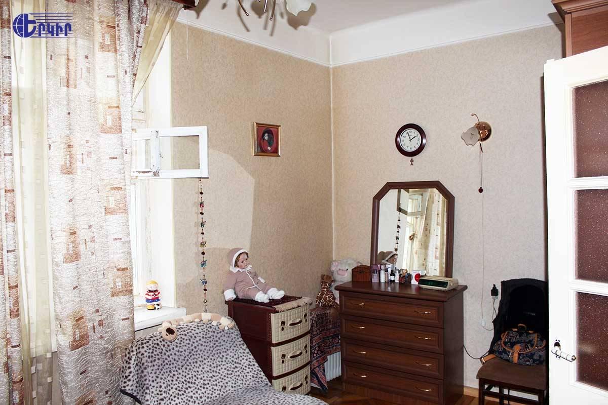apartment-18468