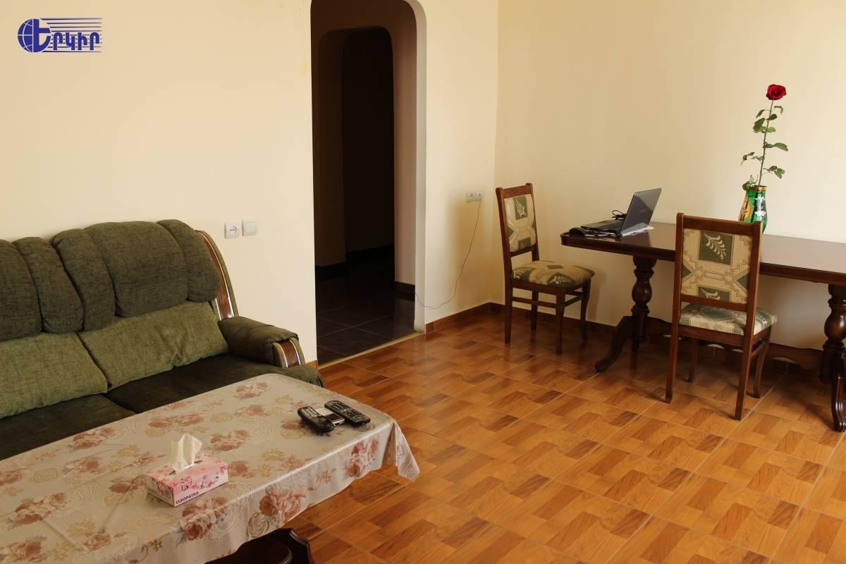 apartment-121822