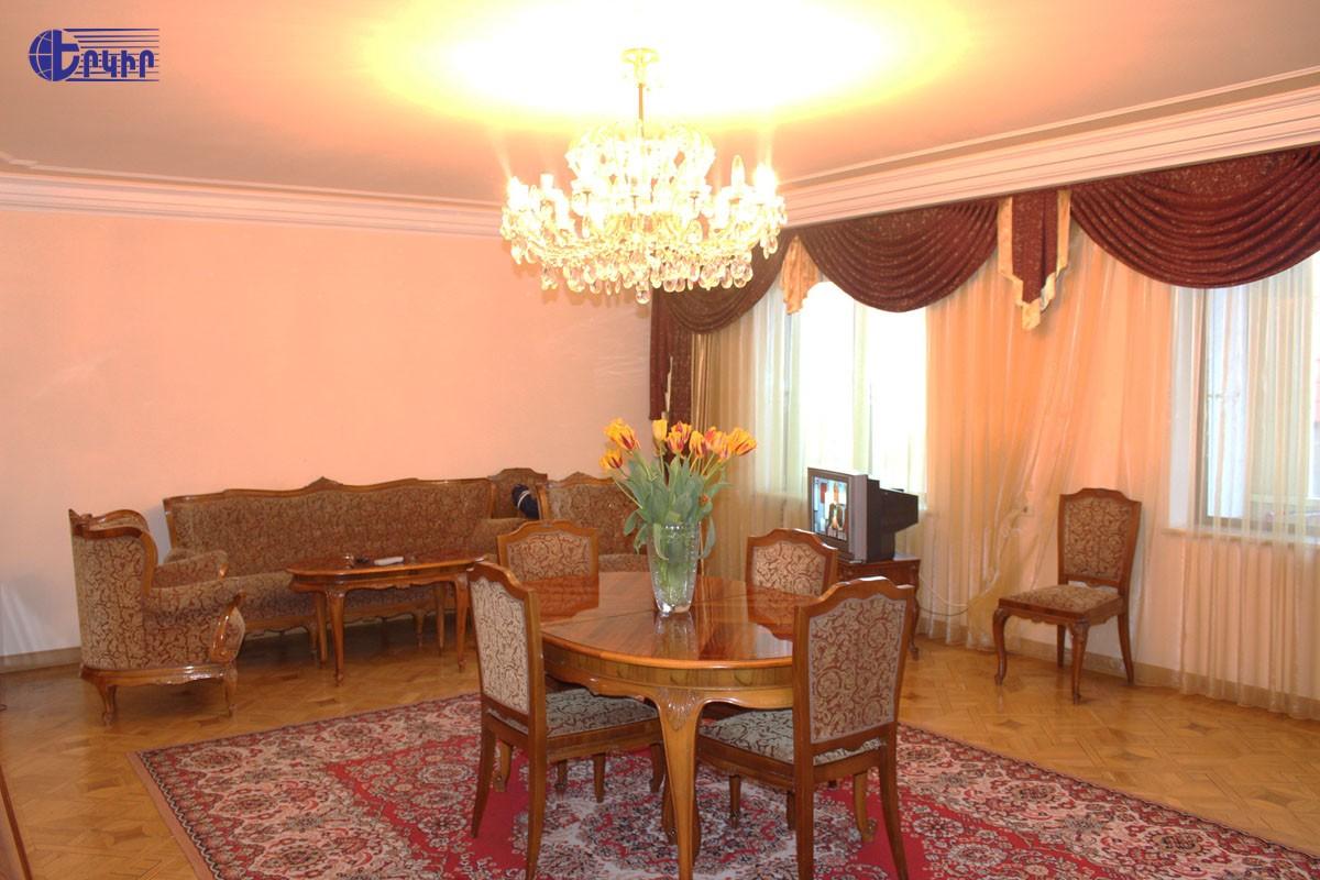 apartment-156677