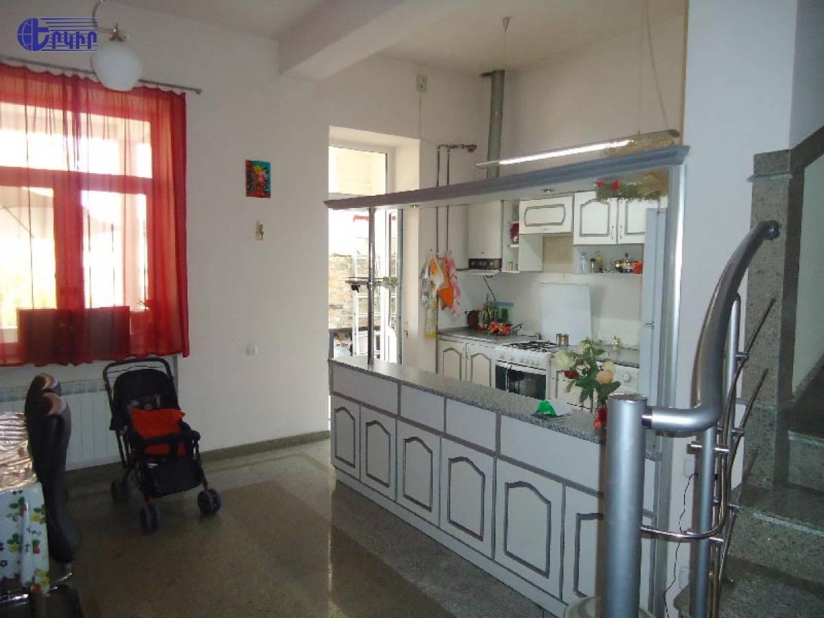 apartment-5825