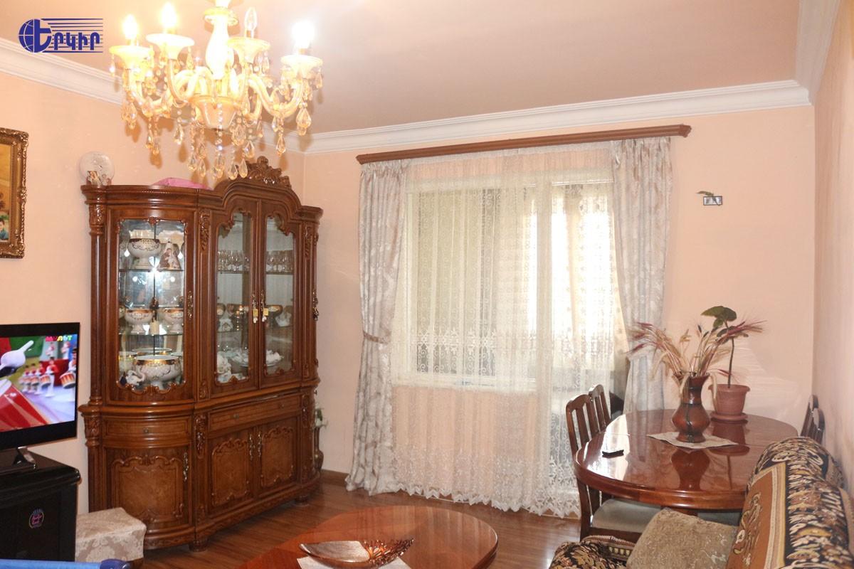 apartment-150383