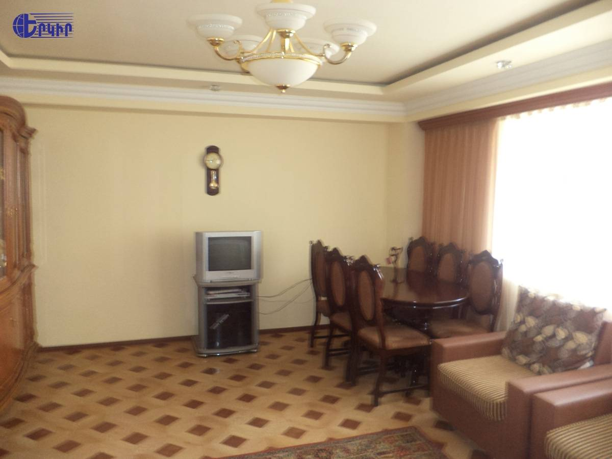 apartment-102916