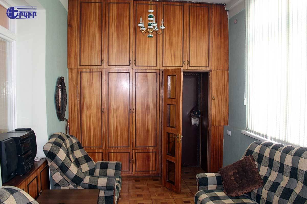 apartment-300258